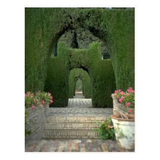 Los jardines famosos de Alhambra, Granada, España Postal