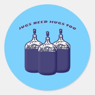 Los jarros necesitan abrazos también pegatina redonda