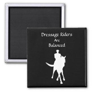 Los jinetes del Dressage son caballo equilibrado Imán Cuadrado