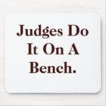 Los jueces lo hacen - insinuacíon fresca de la ley alfombrillas de raton