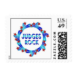 Los jueces oscilan las estrellas rojas timbres postales