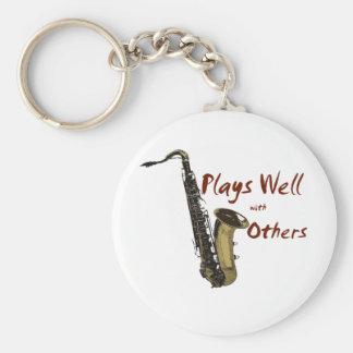 Los juegos manan saxofón llavero redondo tipo pin