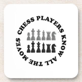 Los jugadores de ajedrez divertidos saben todos lo posavasos de bebidas