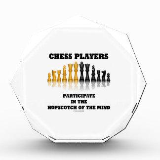 Los jugadores de ajedrez participan en el