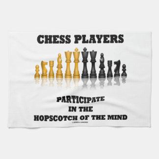 Los jugadores de ajedrez participan en el Hopscotc Toallas De Mano