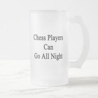 Los jugadores de ajedrez pueden ir toda la noche taza de cristal