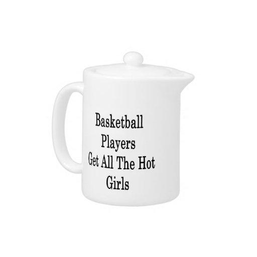 Los jugadores de básquet consiguen a todos los chi