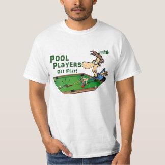 Los jugadores de la piscina consiguen el fieltro playera