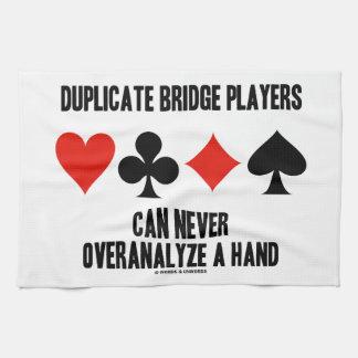 Los jugadores de puente duplicados pueden nunca toalla de mano