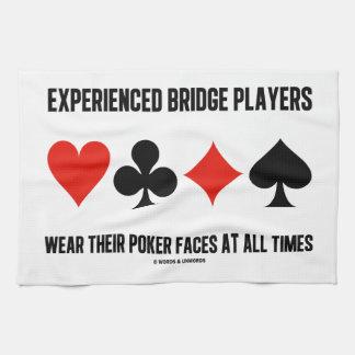 Los jugadores de puente experimentados llevan sus toallas de cocina