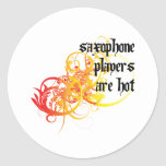 Los jugadores de saxofón son calientes pegatina redonda