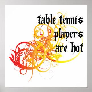Los jugadores de tenis de mesa son calientes impresiones