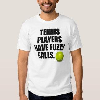 Los jugadores de tenis tienen bolas borrosas remeras