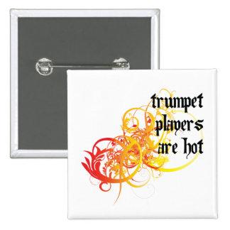 Los jugadores de trompeta son calientes pin cuadrado