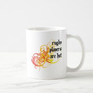 Los jugadores del rugbi son calientes tazas de café