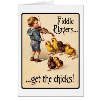 Los jugadores del violín consiguen a polluelos tarjeta de felicitación