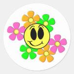 Los KRW Smilie retro hacen frente y las flores de Pegatina Redonda