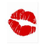Los labios grandes grandes besan la boca que se be postales