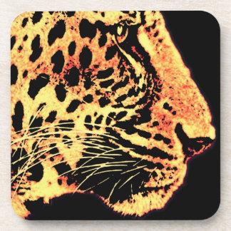 Los leopardos hacen frente con las barbas (l3) posavasos