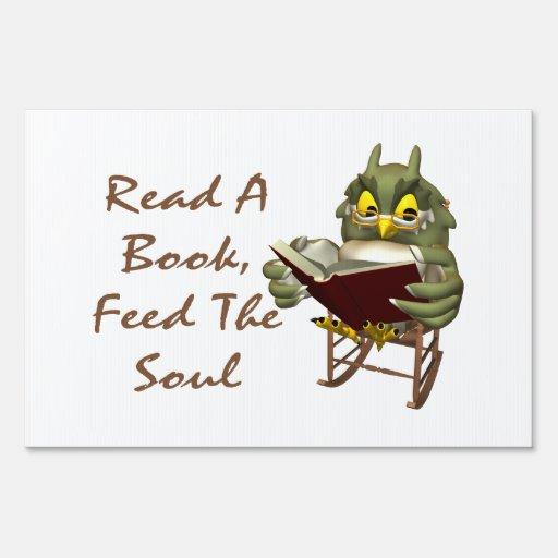 Los libros alimentan a alma el búho sabio