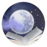 Los libros pueden sostener la luna platos