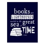 Los libros son faros en el gran mar del tiempo tarjeta postal