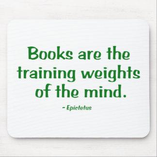 Los libros son los pesos de entrenamiento de la alfombrilla de raton