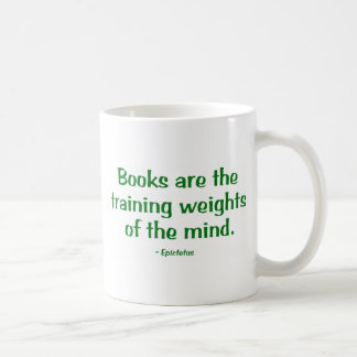 Los libros son los pesos de entrenamiento de la taza básica blanca