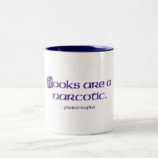 Los libros son narcóticos taza de café de dos colores