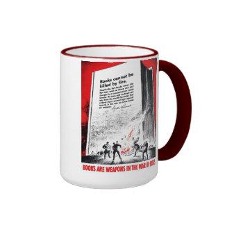 """Los """"libros son taza de café de las armas"""""""