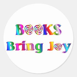 Los libros traen alegría etiqueta redonda