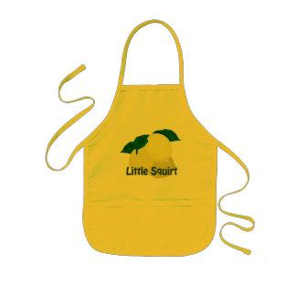 Los limones poco arrojan a chorros el delantal del