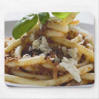 Los macarrones con pican la salsa y el queso mousepad