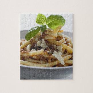 Los macarrones con pican la salsa y el queso puzzle