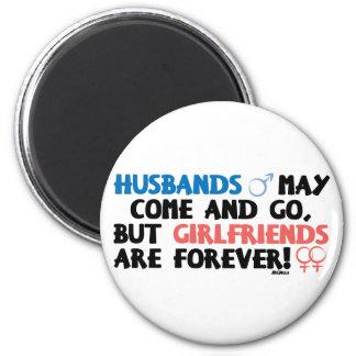 Los maridos pueden venir e ir. imán redondo 5 cm