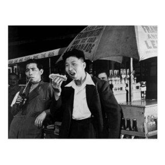 Los marineros chinos comen Junk Food, 1942 Postal