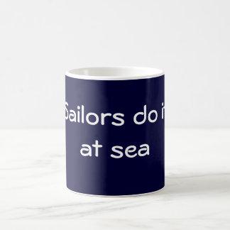 Los marineros lo hacen taza básica blanca