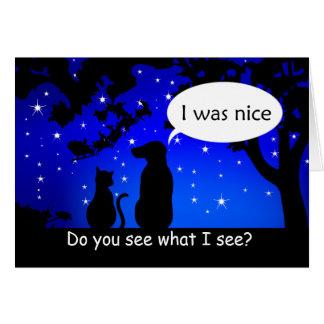 Los mascotas ven la buena tarjeta de felicitación