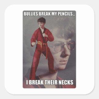 Los matones del meme de Kyle del karate rompen mis Pegatinas Cuadradases