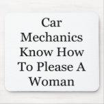 Los mecánicos de coche saben satisfacer a una muje tapetes de raton