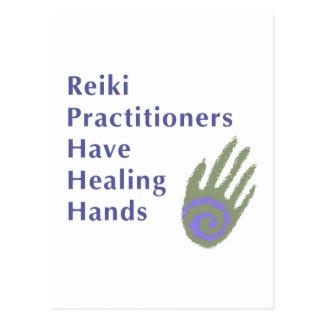 Los médicos de Reiki tienen manos curativas Postal