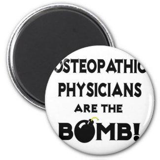 ¡Los médicos osteopáticos son la bomba! Imán Redondo 5 Cm