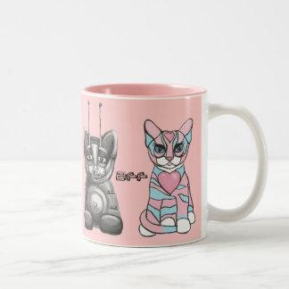 Los mejores amigos divertidos de los gatos asaltan taza de café de dos colores
