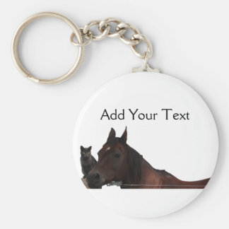 Los mejores amigos gato y caballo abrazan para llavero redondo tipo pin