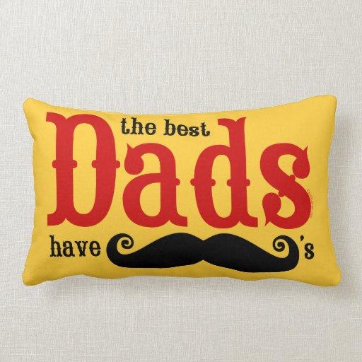 Los mejores papás tienen almohada de los bigotes