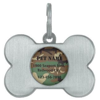Los militares acarician placas mascota
