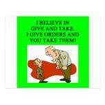 los militares bromean postal
