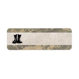 Los militares camuflan con las botas de combate de etiqueta de remite