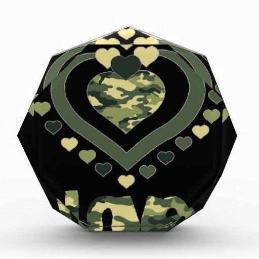 Los militares camuflan corazones del amor