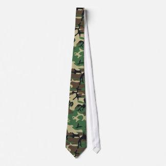 Los militares camuflan el lazo corbata